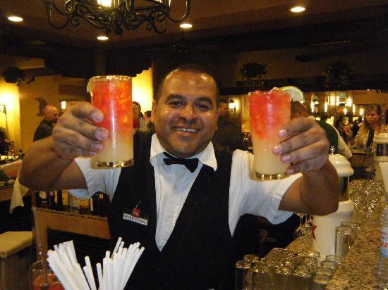 Hotel Riu Santa Fe: Mike Tyson our favorite Bartender