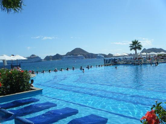 Infinity pool near Building 7 Picture of Hotel Riu Santa Fe Cabo