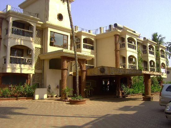 Sun City Resort: front of hotel