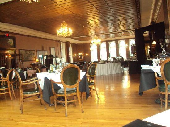 1886 Crescent Hotel & Spa: The dining room