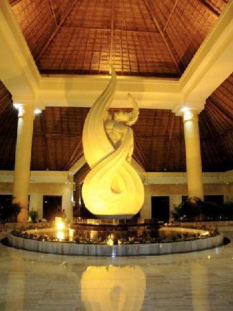 Luxury Bahia Principe Akumal: Main Lobby