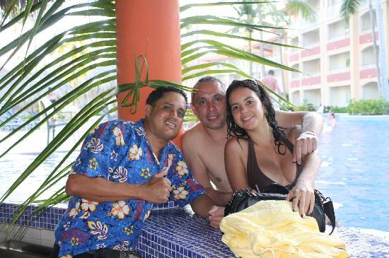 Majestic Elegance Punta Cana: With Cesar at the swim up bar