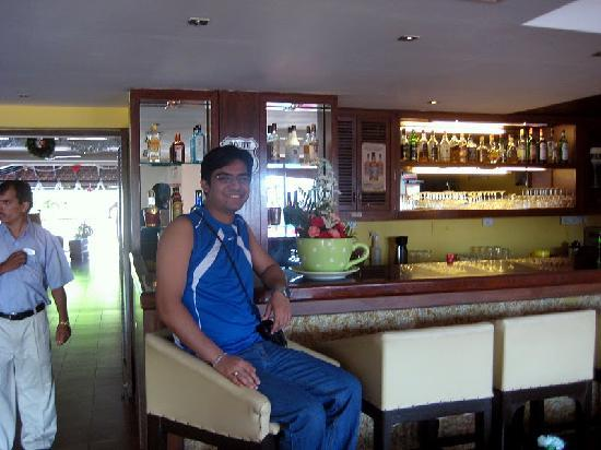 Baywatch Beach Resort: At the bar