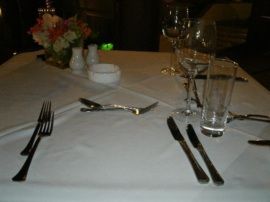 Napa Plaza Hotel: Our table setting for our wedding night meal