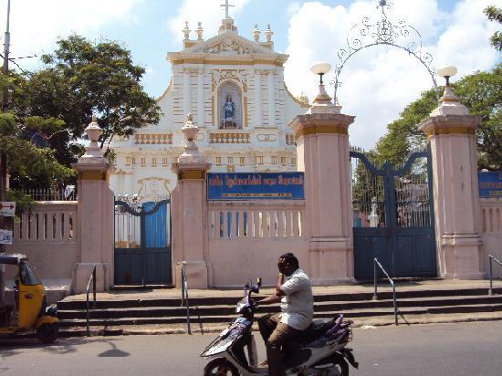 Vatika Guest Home: Catholic church