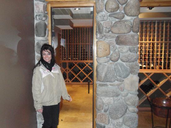 Rainbow Ranch Lodge: wine room