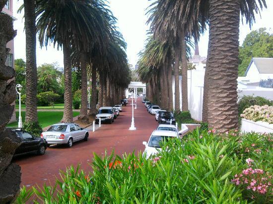 Belmond Mount Nelson Hotel: Entrance Driveway
