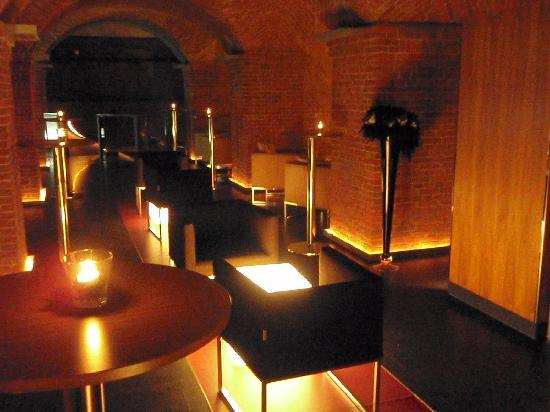 Mövenpick Hotel Hamburg: Cave Bar