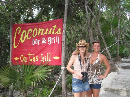Coconuts Bar and Grill: Coconuts Bar & Grill