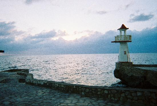 Negril Escape Resort & Spa: Lighthouse at sunset