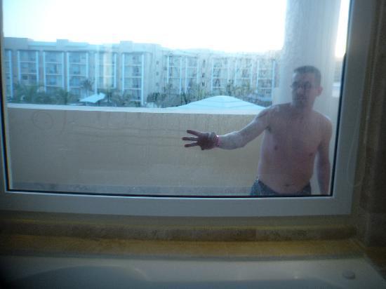 Now Jade Riviera Cancun: les vitres sales