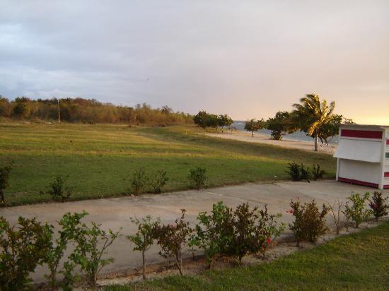 Hotel Rancho Luna: path to the beach