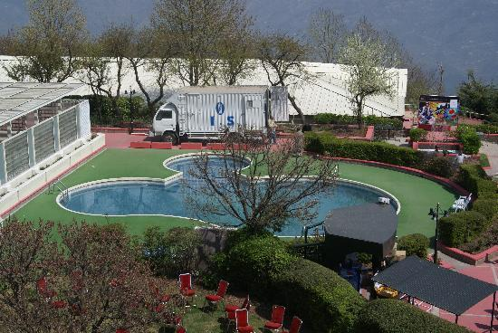 Bhurban, Пакистан: Outdoor swimming pool