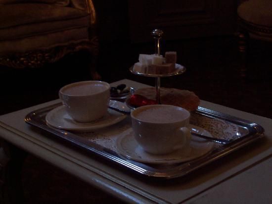 Hotel Heritage - Relais & Chateaux: a hot chocolate- if only it was presented like that in the UK!