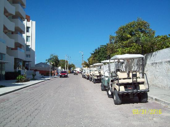 Isla Mujeres, Mexico: alot of people use golfcarts