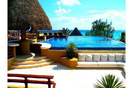 Pueblito Luxury Condohotel: Rooftop pool