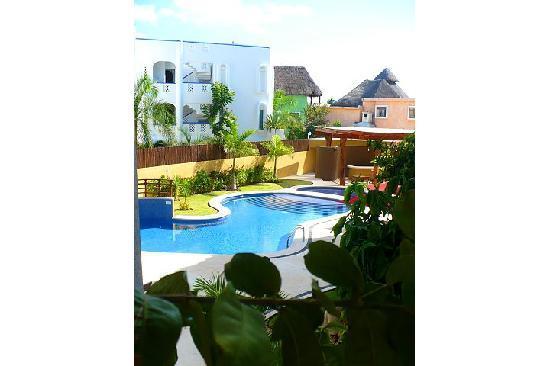 Pueblito Luxury Condohotel: Ground level family pool