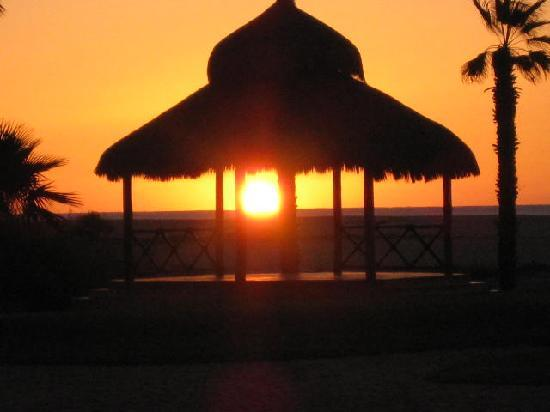 Holiday Inn Resort Los Cabos All-Inclusive: Sunrise.