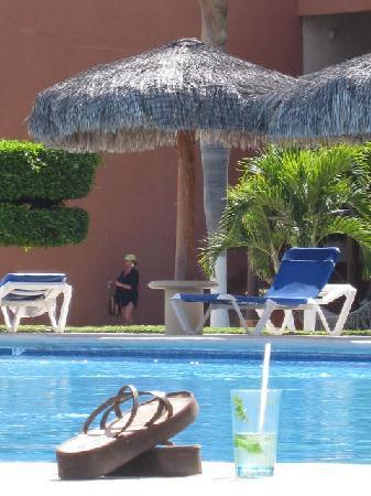 Holiday Inn Resort Los Cabos All-Inclusive: Mojitos by the pool.