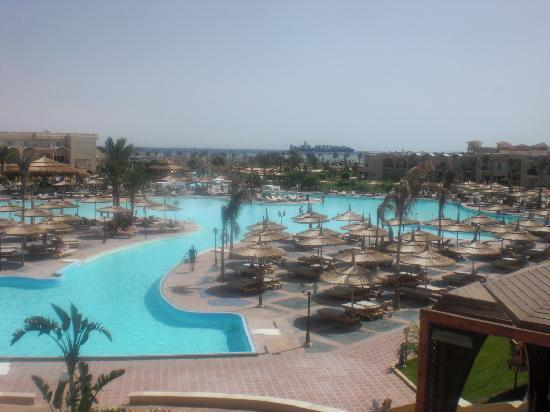 Royal Albatros Moderna: view of main pool from reception