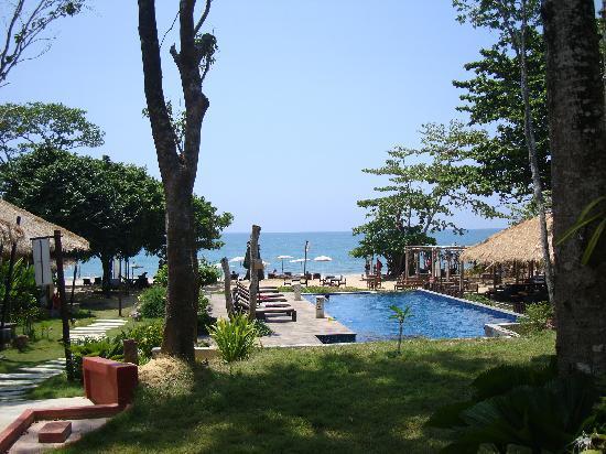 LaLaanta Hideaway Resort: Further down the path