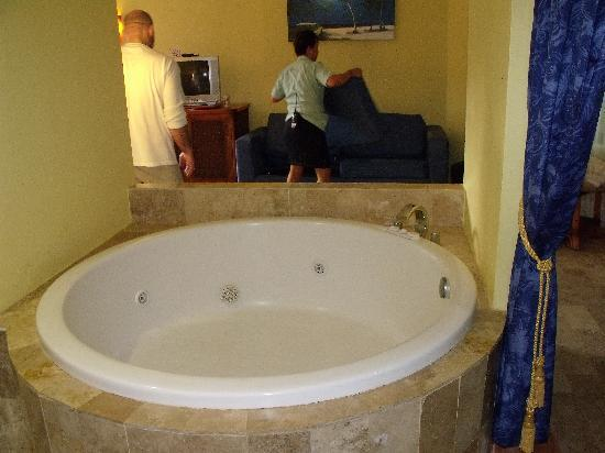 Sandos Caracol Eco Resort: Tub