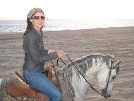 The Hotelito: Sunset beach riding