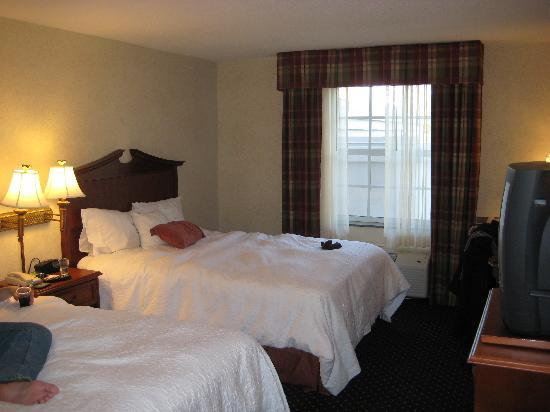 Hampton Inn Easton: A room shot