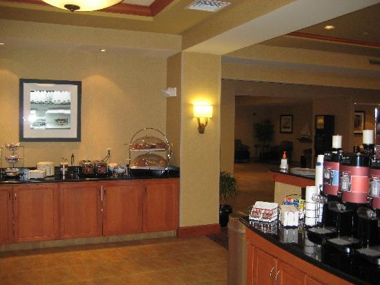 Hampton Inn Easton: Part of Breakfast Area