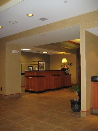 Hampton Inn Easton: Front desk