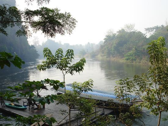 Hintok River Camp at Hellfire Pass: misty morning view over the river