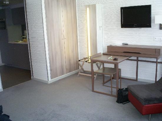 Aparthotel Adagio Basel City: living/sleeping area