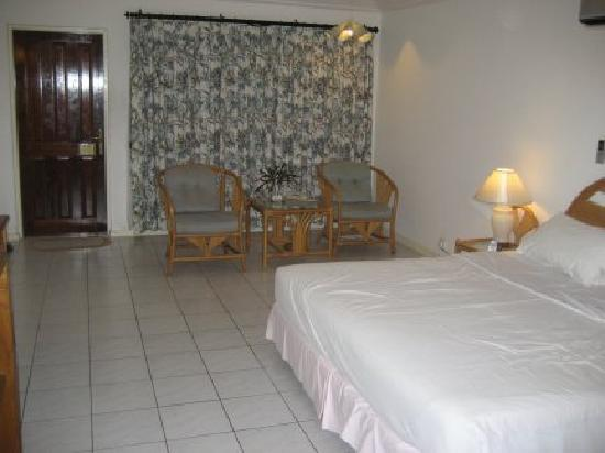 Holiday Island Resort & Spa: looking towards the front door