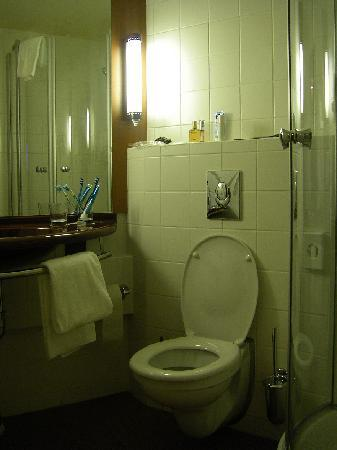 Star Inn Hotel Budapest Centrum, by Comfort: il bagno
