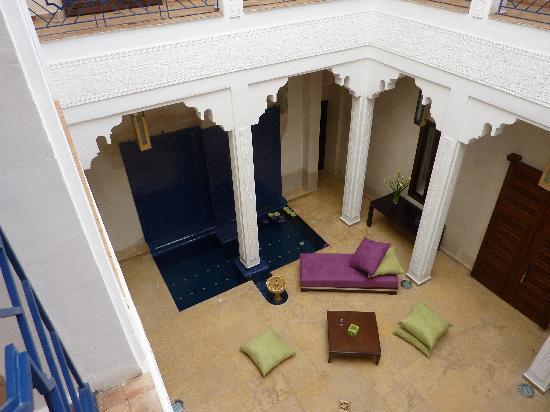 Riad Charlott': Vue de la cour intérieure et son jaccuzi