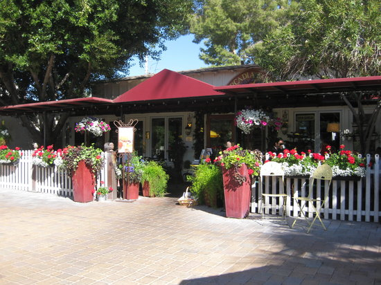 Arcadia Farms: front of restaurant--so charming