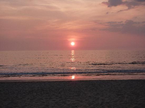 Khaolak Orchid Beach Resort: Sunset at Orchid Beach