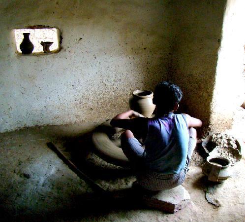 Mahua Vann Resort: a potter at the wheel