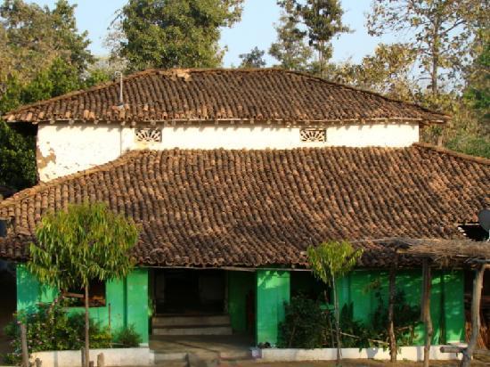 Mahua Vann Resort: the house proud village