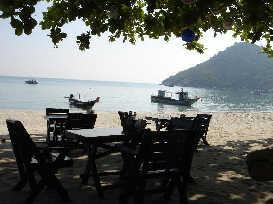 Koh Phangan Dreamland Resort: Beach tables at the restaurant