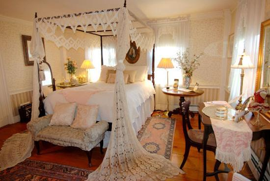 The Red Maple Inn: Elegant Accommodations