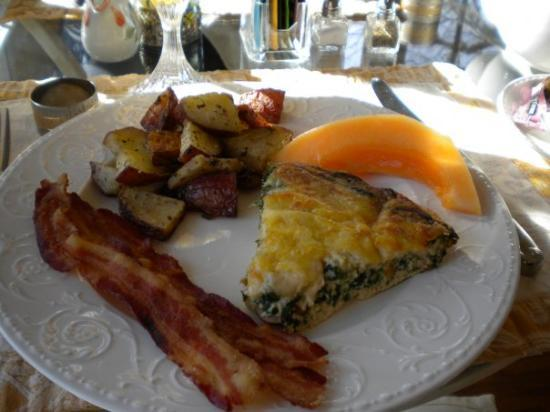 Centennial House Bed and Breakfast: Spinach & portabello quiche was to die for