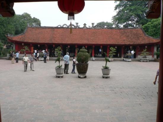 Litteraturtempelet og nasjonalt universitet: Courtyard of the Sage Sanctuary, Temple of Literature - Hanoi