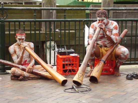 Circular Quay: Didgeridoos!