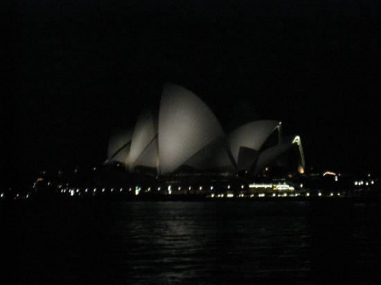 Sydney Opera House: GORGEOUS!!