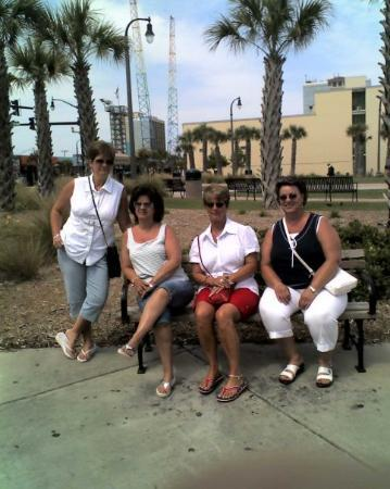 North Myrtle Beach, SC: The girls @ Mytrle Beach, SC 2008 Teresa (standing), Lora, Sharon & Brenda