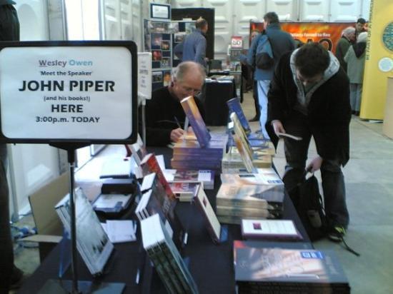 Pwllheli, UK: John Piper signing books