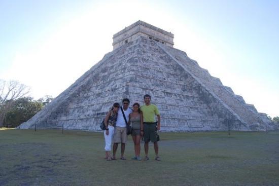 Chichen Itza, Mexico: kukulkan piramid... awesome!!
