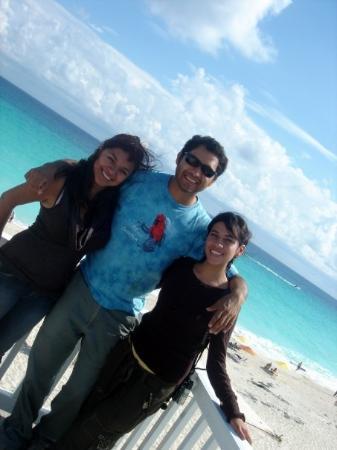 Chichen Itza, Mexico: my cousinss!! love them