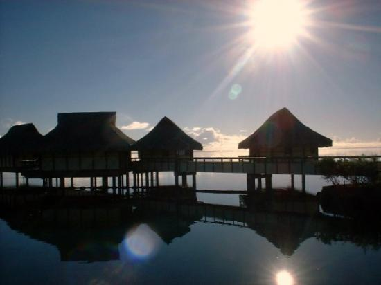Bora Bora, Fransk Polynesia: One of the sunsets.
